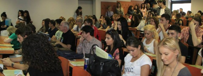 Studentii Facultatii de Jurnalism deprind tainele meseriei în redactii importante
